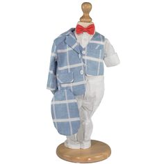 Costum baietei accesorizat cu camasa, papion si sapca. Include 5 piese: sacou din in, cu captuseala din bumbac moale la interior, are doua frontale cu clapa si se inchide la doi nasturi cămașă-vesta cu maneca lunga, reglabila si inchidere prin nasturi pantaloni slim-fit din tafta, cu buzunare, sistem de inchidere cu fermoar si elastic in talie pentru lejeritate șapcă din in papion cu elastic.