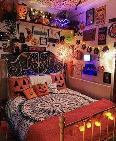 Halloween Room Decor, Halloween House, Halloween Halloween, Halloween Decorations, Halloween Costumes, Fall Bedroom Decor, Room Ideas Bedroom, Aesthetic Bedroom, Dream Rooms