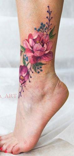 tatuagens femininas no calcanhar