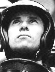 Jim Clark seeing something the rest of us can't. Vintage Sports Cars, Vintage Racing, Formula 1, Flying Scotsman, Men Are Men, Gilles Villeneuve, Classic Motors, Indy Cars, Car And Driver