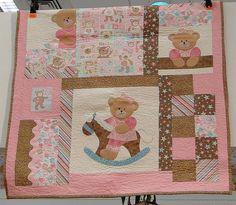 Patchwork Design 2014 | Flickr: Intercambio de fotos Baby Applique, Applique Quilts, Cute Quilts, Baby Quilts, Fabric Panel Quilts, Baby Teddy Bear, Handmade Baby Items, Patchwork Baby, Animal Quilts