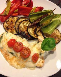 #lowcarb #gemüse #yummi #foodphotography #foodporn #gegrillte #paprika #angebraten #aubergine #pepperoni #hähnchenbrustfilet #überbacken #lightmozzarella #fitnessfood #fitness #fitnessmotivation #leichtesessen #highprotein by mandyluububuu