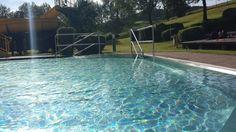 Wie wil er nu niet zwemmen in dit prachtige privé zwembad. Omdat de maand juni altijd een rustige maand is met toch al aardig wat mooie zwemdagen, is het een ideale  periode om een mooi vakantie te boeken. Neem voor een mooie aanbieding in de maanden mei en juni altijd persoonlijk contact met ons op. Via: Info@gasthof-sonnenlicht.at en wij verwelkomen je graag in Hotel Sonnenlicht. Outdoor Decor, Home Decor, Sunlight, Homemade Home Decor, Decoration Home, Interior Decorating