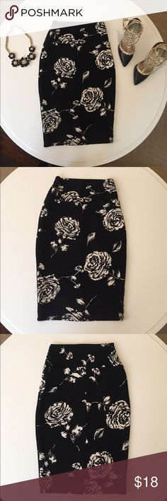 Floral Print Pencil Skirt 🌹 Floral Print Pencil Skirt. Size Small. Lots of stretch. (Brand: Windsor) Great Condition! Statement necklace and heels are also available for purchase on my page! WINDSOR Skirts Pencil