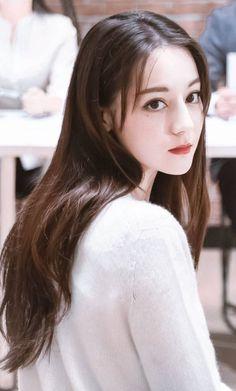 Uzzlang Girl, Girl Face, Short Girl Fashion, Women In China, Princess Weiyoung, Prettiest Actresses, Beautiful Chinese Girl, Cute Girl Poses, Aesthetic Girl