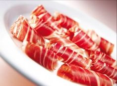 The Iberian ham is rich in monounsaturated fatty acids, similar to the olive oil. They promote digestion and also increase good cholesterol and lower bad. Perfect complement to a healthy diet. Prosciutto, Tapas Bar, Wine Cheese, Hot Dogs, Ham, Waffles, Bacon, Diet, Breakfast