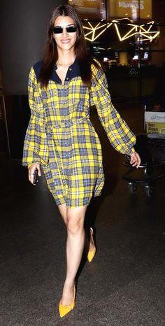 Kriti Sanon was snapped wearing a checkered shirt dress, which she paired it with yellow pumps at the Mumbai airport. Bollywood Actors, Bollywood Fashion, Katrina Kaif Images, Mumbai Airport, Yellow Pumps, Airport Look, Beautiful Indian Actress, Indian Actresses, Celebrity Style