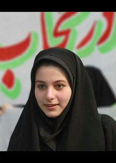 Beautiful Red Hair, Beautiful Hijab, Beautiful Beautiful, Hijab Niqab, Muslim Hijab, Arab Girls Hijab, Muslim Girls, Hijabi Girl, Girl Hijab