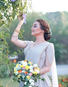 Asian Wedding Dress, Two Piece Wedding Dress, Top Wedding Dresses, Tea Length Wedding Dress, Elegant Wedding Dress, Bridal Dresses, Bridal Sari, Wedding Sari, Form Fitting Wedding Dress