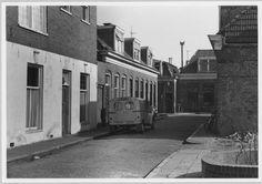 Kortestraat, 1976. Waar het ronde, bakstenen muurtje staat, stond mijn geboortehuis.