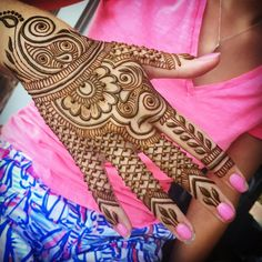 Heading out to #Nantucket on Saturday for a week! Taking #MarthasVineyard henna appointments today and will be at Citrine in #VineyardHaven on Friday for walk ins. 802-825-1728 #islandliving #islandlife #pink #hand #henna #hennapro #henna #Hennaartist #hennalove #adornment #designer #fishnet #fingers #Edgartown #OakBluffs #VineyardHenna #ACK #newengland