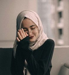 world is better with hijab ❤ Modest Fashion Hijab, Hijab Chic, Muslim Fashion, Hijabi Girl, Girl Hijab, Hijab Outfit, Muslim Girls, Muslim Women, Moslem
