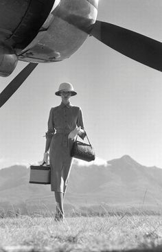 Vogue 1951 | What is the accessory you can't miss while travelling?