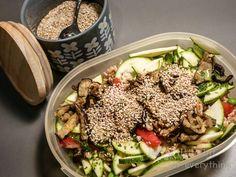 Vorteil der Buddha Bowls - man kann sie am nächsten Tag unproblematisch in einen leckeren Salat verwandeln und in die Lunchbox packen.