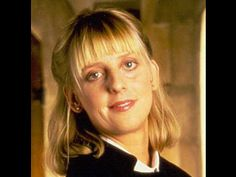 Emma Chambers Born: 11 March Doncaster Died: 24 February 2018 was an English actress. She was best known for playing the role of Alice Tinker in the BBC comedy The Vicar of Dibley and Honey Thacker in the film Notting Hill. English Actresses, British Actresses, British Actors, Actors & Actresses, British Tv Comedies, British Comedy, Classic Comedies, Celebrities Who Died, Celebs