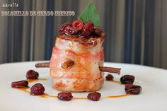Solomillo de cerdo Ibérico envuelto en panceta con salsa de arándanosBavette   Bavette