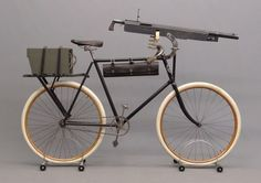 Columbia Model 40 military bicycle with Colt Model 1895 machine gun, late century. from the Buffalo Pedling History Museum Afrika Corps, Antique Bicycles, Retro Bike, Urban Bike, Military Guns, Military History, Army Vehicles, Cargo Bike, Bicycle Parts