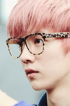 pink hair on luhan