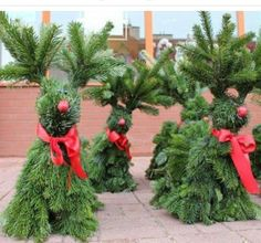 Woodland Christmas, Christmas Porch, Christmas Gnome, Outdoor Christmas Decorations, Rustic Christmas, Christmas Wreaths, Christmas Crafts, Christmas Arrangements, Deco Floral