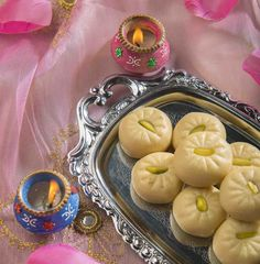 Doodh Peda is an easy Indian sweet recipe made with condensed milk and milk powder and flavored with cardamom and pistachios. Easy Indian Sweet Recipes, Indian Dessert Recipes, Indian Sweets, Indian Recipes, Indian Snacks, Desert Recipes, Dessert Ideas, Milk Recipes, Cooking Recipes