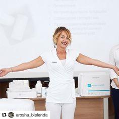 Here's our indispensable #priceless trainer and #spaeducator Cincia Magoni. AROSHA ALWAYS ON THE MOVE! #spatraining in Russia.  #massage #beauty #cellulite #bodywraps #slimming #bodycontouring #dayspa #spa #medspa #esthetician #skincareblogger #cosmeceuticals #cosmetics #skincare #antiaging #facemask #sheetmask #peeling #biocellulose #arosha #beautylink #infraredwrap #wellness #detox #inchloss #Repost @arosha_bielenda
