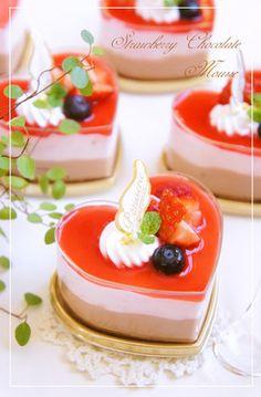 ⁂苺♡チョコムースケーキ⁂ by nyonta [クックパッド] 簡単おいしいみんなのレシピが254万品 Strawberry Mousse, Strawberry Desserts, Chocolate Strawberries, Sweets Recipes, Cake Recipes, Chocolates, Biscuits, Sweets Cake, Japanese Sweets