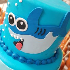 Baby shark cake  #carinaedolce www.carinaedolce.com www.facebook.com/carinaedolce Childrens Parties, Shark Cake, Baby Shark, Birthday Cake, Facebook, Party, Desserts, Food, Birthday Cakes