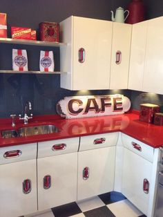 1950's kitchen. Oh how I love this!