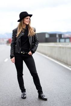 Clochet All Black Outfit
