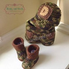 Baby boy crochet camouflage set free pattern.