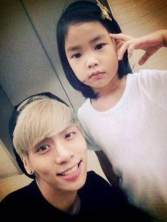 SHINee's Jonghyun and Tablo's daughter Haru pose for some SM-YG love