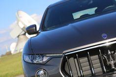 Der Maserati Levante bei tollem Wetter in Raisting am Ammersee überzeugt als Supersportler und SUV.