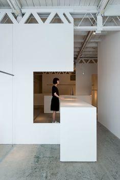 Nietzsche clothing store by Reiichi Ikeda Design Interior Architecture, Interior Design, Boutique Decor, Built In Furniture, Black Rooms, Grey Flooring, White Walls, White Ceiling, Shop Interiors