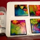 What a beautifully creative and easy project. Could be great to do with kids too! Alcohol Inked Tile Coasters: Simple and Cheap - this project was so easy to complete but turned out so beautiful - It was the perfect Father's Day gift! Alcohol Ink Tiles, Alcohol Ink Crafts, Alcohol Ink Painting, Sharpie Alcohol, Alcohol Ink Jewelry, Rubbing Alcohol, Fun Crafts, Diy And Crafts, Arts And Crafts