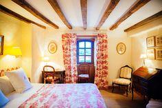 Nuit à l'Hôtel Arraya à Sare Cinque Terre, Escapade, Furniture, Europe, Design, Home Decor, Visit Prague, Basque Country, Lisbon