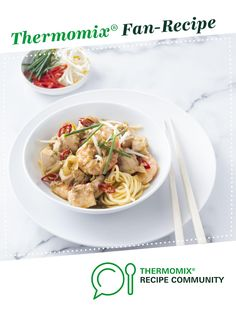Recipe Chicken and prawn noodles by Thermomix in Australia, learn to make this recipe easily in your kitchen machine and discover other Thermomix recipes in Pasta & rice dishes. Rice Dishes, Food Dishes, Pinterest Healthy Recipes, Sweet Chilli Sauce, Food Words, Bellini, Prawn, Main Meals, Quick Meals