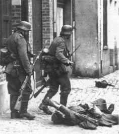 A badly wounded French soldier requests medical assistance from the two Wehrmacht soldiers who incapacitated him during a skirmish in the French city of Lille, Northern France. Ww2 Pictures, Ww2 Photos, Luftwaffe, Germany Ww2, War Photography, World War One, German Army, War Machine, Military History
