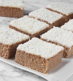 Extremt saftiga, goda pepparkakskärleksmums – klicka på bilden för recept! Baking Recipes, Cake Recipes, Dessert Recipes, Swedish Recipes, Sweet Recipes, Bagan, No Bake Treats, Caramel, Cookie Desserts