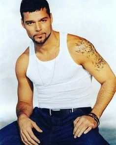 Ricky Martin, Alexander The Great Statue, Gorgeous Men, Beautiful People, Male Beauty, Music Artists, Hot Guys, Hollywood, Actors