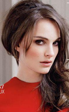 Good makeup! Dark eyes and light/nude  color on cheeks and lips. Natalie Portman.