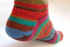 PaaPinden.dk's Strikkeskole - At strikke en kilehæl på tåen op sokker