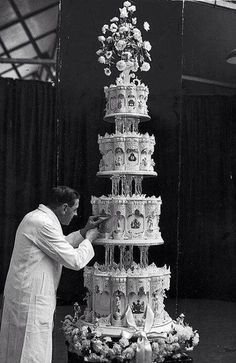 Queen Elizabeth's wedding cake. 1948.