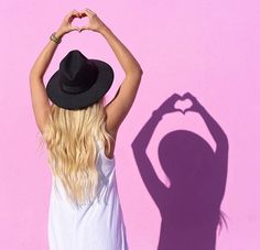 Tudo o que fizer, faça com amor e estilo #loira #cabelo #cabelolongo #megahairtictac #beleza #cabelos #louro #loiraça #megahair #aplique #megahairdetela #cabelos #apliquestictac #apliquetictac #dulion #elfe #elfehair #loiroluxo