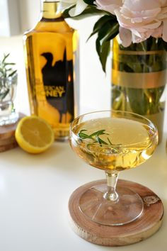 Honey Bourbon Fizz: 1 oz Wild Turkey American Honey, lemon juice, sugar and ginger ale. Easy cocktails for your summer soiree.
