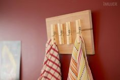 Originales percheros para la pared Woodworking Projects, Diy Projects, Diy Casa, Ideias Diy, Diy Kitchen Storage, Fathers Day Crafts, Recycled Furniture, Getting Organized, Home Organization