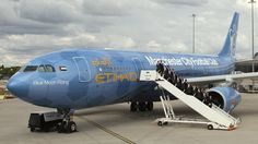 airplane christmas livery | ... Airways unveils new Manchester City livery plane - Manchester City FC