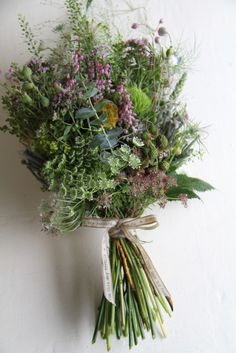 FLORAL TRENDS (where the wild things grow)