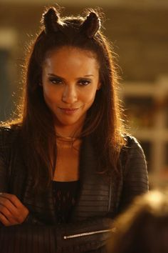 """'Lucifer' Season 3 Spoilers: Will Lesley-Ann Brandt's Maze Appear In First Few Episodes? >>> Lesley-Ann Brandt will reprise her role as Maze in """"Lucifer"""" Season 3 despite her real-life pregnancy. Lesley Ann Brandt, Lucifer Mazikeen, Tom Ellis Lucifer, Tricia Helfer, Films Netflix, Lauren German, My Hairstyle, Hairstyles, Morning Star"""