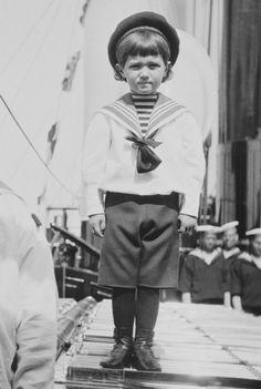 Dit is Tsesarevich Alexei. Hij is het enigste jongetje van de 5 kinderen.