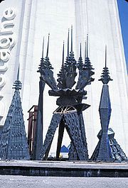 Fountain sculpture, British Pavilion, Expo 67, by Steven Sykes.